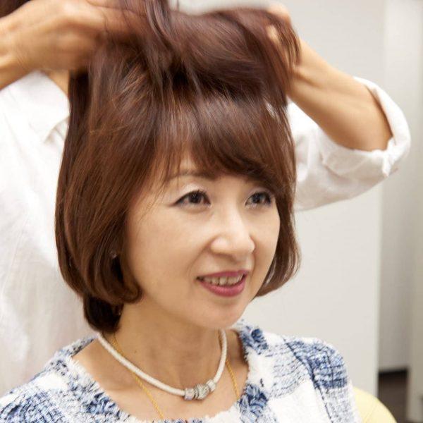 自毛と一体化する女性用ウィッグ、部分かつら。