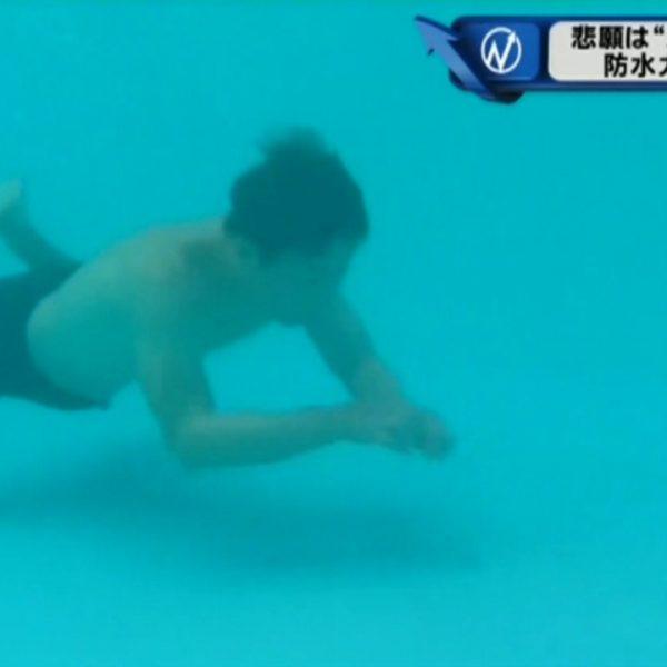 泳げるウィッグ、防水かつらが好評です。