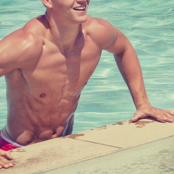 夏に最適、泳げるウィッグ、防水かつら。サンプル入荷しました。