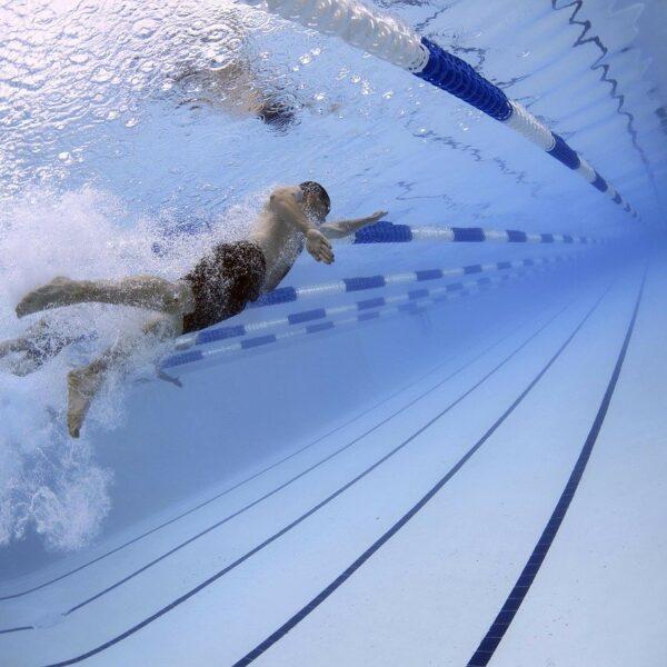 夏用ウィッグの決定版。泳げるウィッグ。防水ウィッグ。